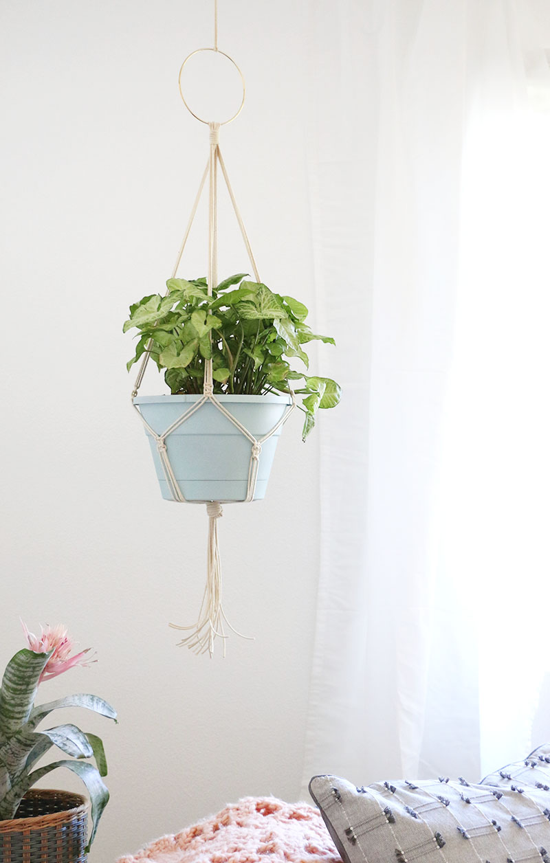 learn how to make your own simple diy macrame plant hanger - full photo instructions - perfect for beginners