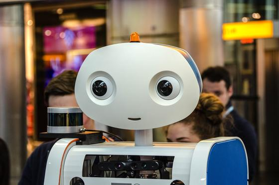 Roboter-Spencer_image_width_560-Quelle-KLM