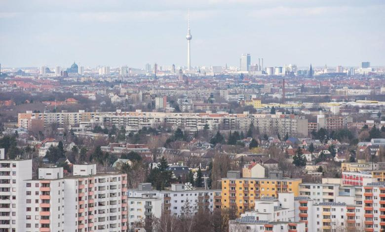 Photo of Berlin buys back almost 6,000 apartments