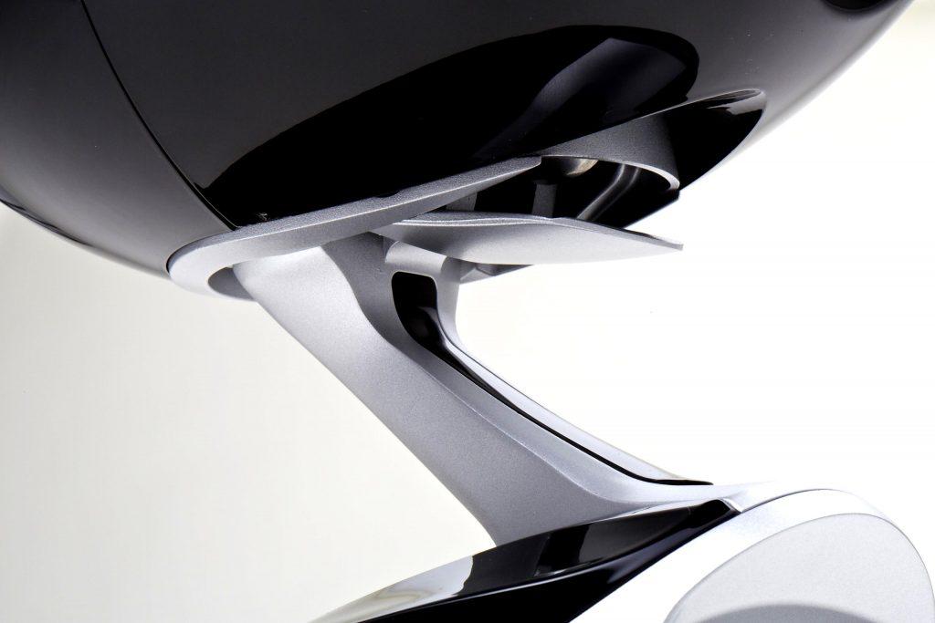 選用可以tilt up的小型腳架,或是直接使用可以改變角度的揚聲器,例如Eclipse TD-M1。