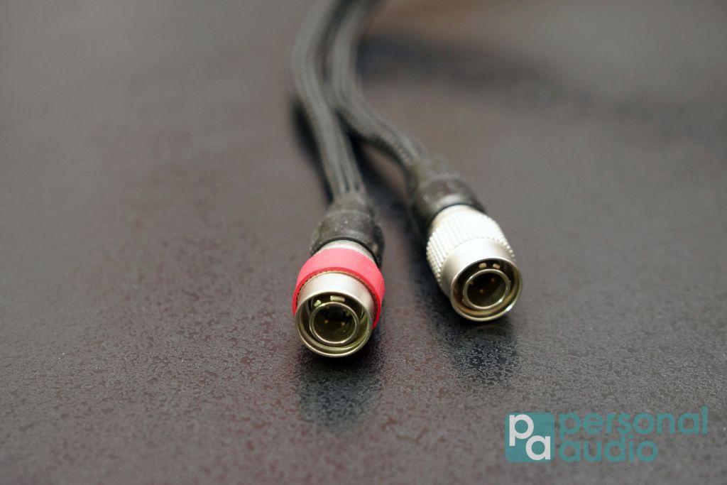 ETHER C 的耳機線介面,與同廠 Alpha 系列一樣,是4 pin 插頭