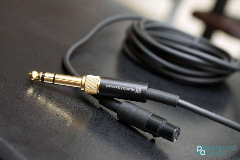 兩款原裝耳機線之一