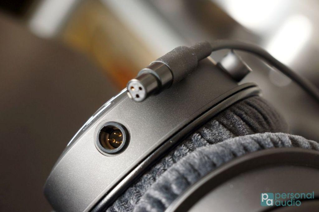 可換耳機線,介面是 mini-XLR
