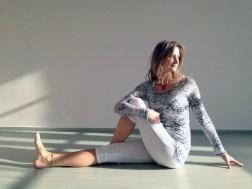 yoga mujer piriforme estiramiento