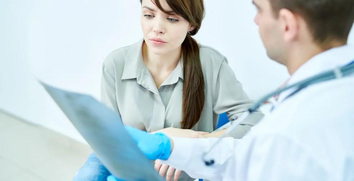 11860 Vista Del Sol, Ste. 128 Ciertos medicamentos aumentan el riesgo de osteoporosis y fracturas espinales