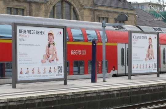 Plakate am Bielefelder Hauptbahnhof - Quelle: MIT