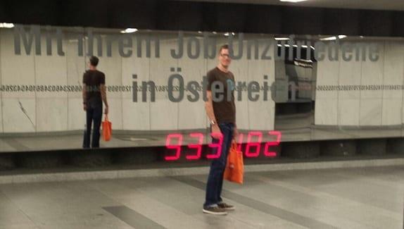 Installation Pi - Wien Karlsplatz - Mit ihrem Job Unzufriedene in Österreich