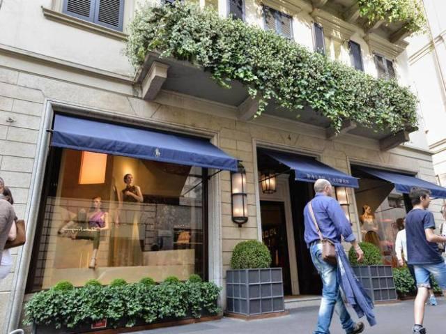 Dolce & Gabbana open in montenapoleone