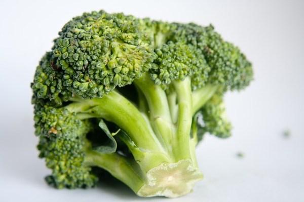 Gestoomde kip met broccoli