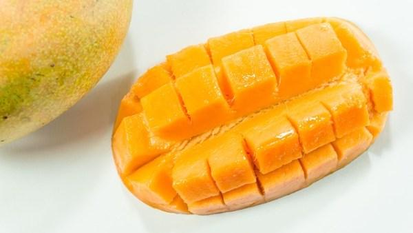 Mango salade met paneer (Indiase kaas)