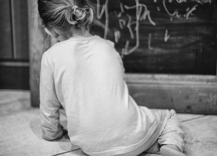 La jeune fille et la craie