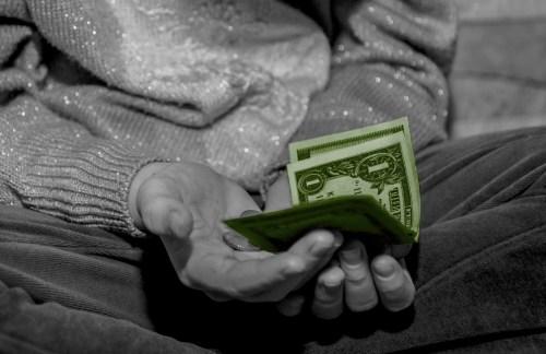 ¿La pobreza es sólo no tener dinero?