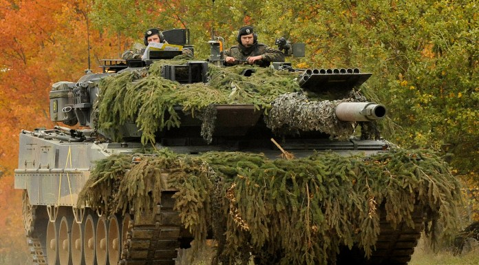"""""""German Army Leopard II"""" (Public Domain, https://creativecommons.org/publicdomain/mark/1.0/) by U.S. Army Europe"""