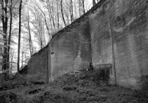 Sandstone quarry in Krauchtal, near Berne (Switzerland). In this 19th century quarry, trenches were cut with double picks on descending platforms, with a heavily deteriorated one visible at center. Photo by PER STOREMYR.