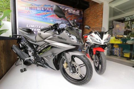 Yamaha R15 speed grey dan supernova whte