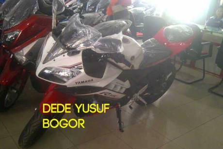 Yamaha R15 striping 2016 terbaru white red