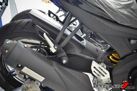 tampak samping swing arm yamaha R15