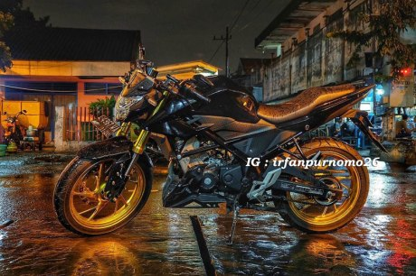 Modifikasi All New Honda CB150R Streetfire Hitam Upside Down Velg Emas 2 Pertamax7.com