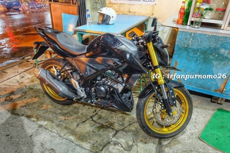 Modifikasi All New Honda CB150R Streetfire Hitam Upside Down Velg Emas 3 Pertamax7.com