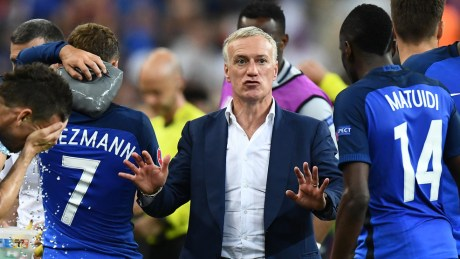 France's coach Didier Deschamps speaks to the players during the Euro 2016 final football match between France and Portugal at the Stade de France in Saint-Denis, north of Paris, on July 10, 2016. / AFP / FRANCK FIFE        (Photo credit should read FRANCK FIFE/AFP/Getty Images)