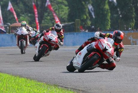 Gerry Salim dan Dimas Ekky Astra Honda racing Team Supersport 600 ARRC 2016 pertamax7.com