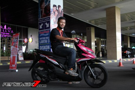 Tampak Samping All New Honda Beat eSP 2016 Pink Pertamax7.com