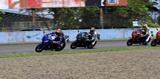 Maverick Vinales (paling depan) saat riding All New R15 bersama pembalap Yamaha Racing Indonesia