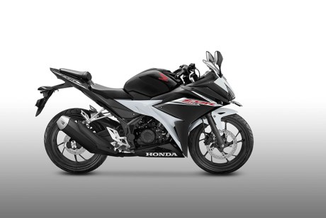 Warna Baru All New Honda CBR150R Hitam Putih Slick Black White