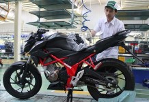 All new Honda CB150R Streetfire Special Edition Raptor Black Velg Hitam