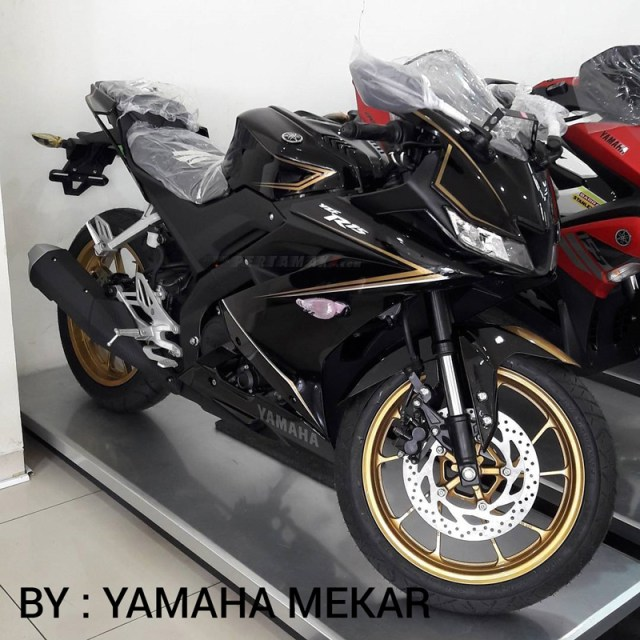 Modifikasi Yamaha All new R15 Black Gold