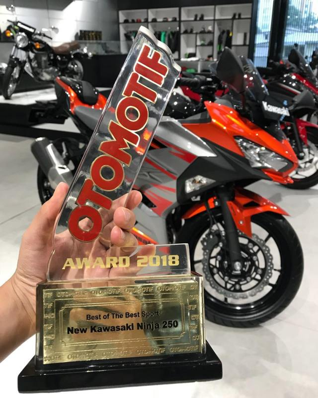 Kawasaki All New Ninja 250 FI Borong 3 Nominasi Otomotif Award
