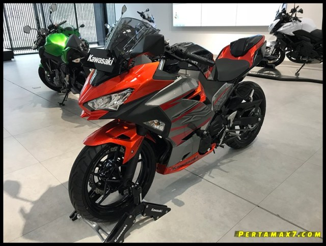 All new Ninja 250 FI Showroom Kawasaki Abdul Muis Gambir 001 P7