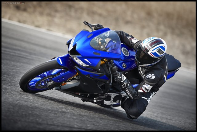 cornering kneedown yamaha all new YZF R125 MY 2019