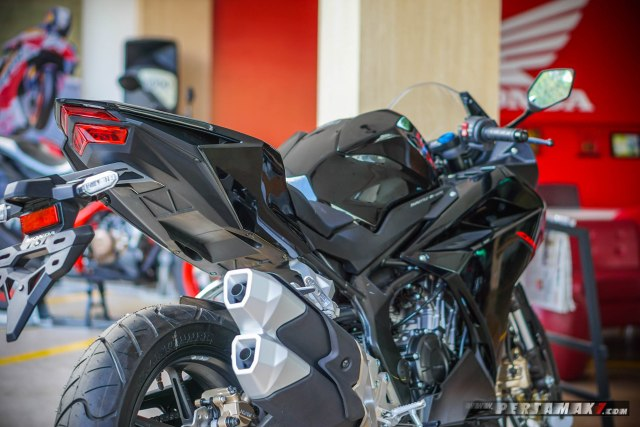 Rear Side Honda CBR250RR Black Freedom Jogja P7_-38