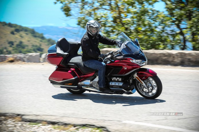 Foto Honda Gold Wing GL1800 Merah Candy Ardent Red