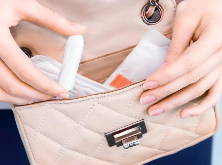 Plná taška vložiek a tampónov - menštruačné nohavičky Perties