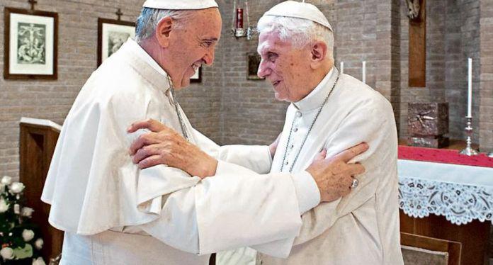 COINCIDENCIA. Expertos aseguran que Francisco y Benedicto se oponen al celibato. (Reuters)
