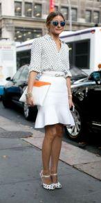 Penggunaan tali pinggang menyamai warna skirt yang hanya memberikan kesan visual slimming