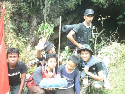 ada gua di belakangnya ini di daerah Citumang