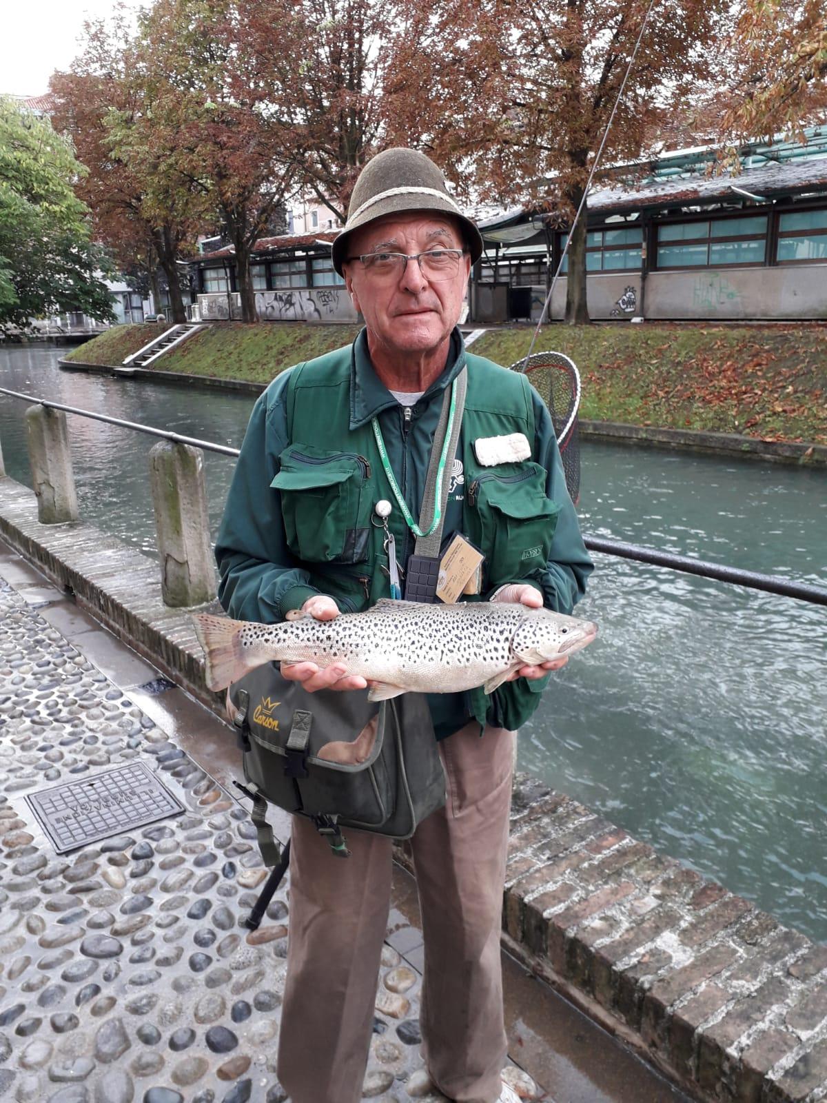 catture 8 agosto 2019 Il socio Umberto Bertolini ha catturato questa bella trota fario da 51 cm.