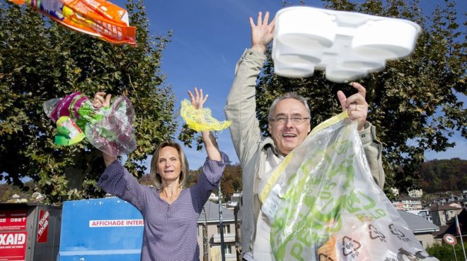 L'association citoyenne «Peseux en mieux» veut créer le buzz. Les Subiéreux sont invités à apporter leurs déchets en plastique à un écopoint, durant trois matinées. De quoi créer une prise de conscience des citoyens et des politiques? (Photo: Muriel Antille)