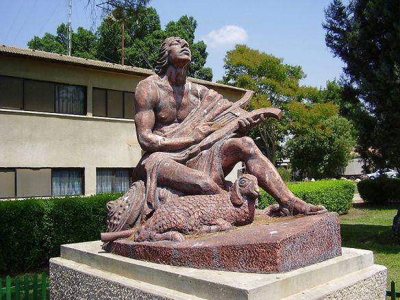דוד הרועה מנגן בנבל קיבוץ רמת דוד