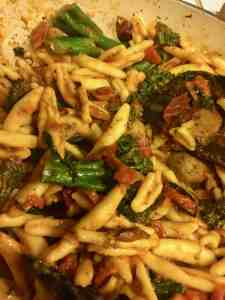 vegetarian pasta, tomatoes, broccoli