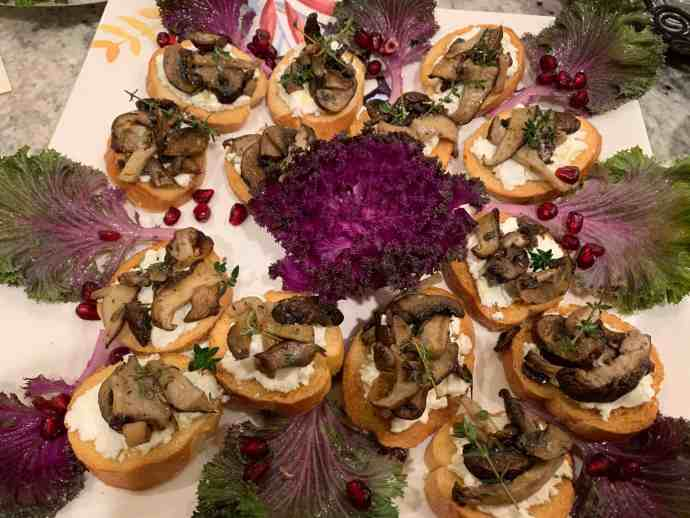 crostini, mushrooms