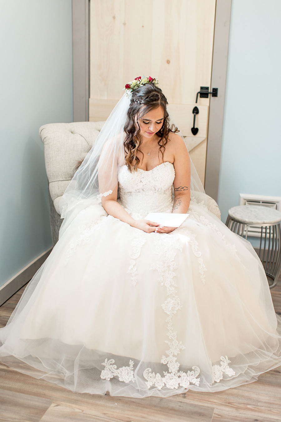 bride reading a letter to her groom on her wedding day