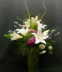 vase-arrang-lilies-grass-zinnia-sea-holly