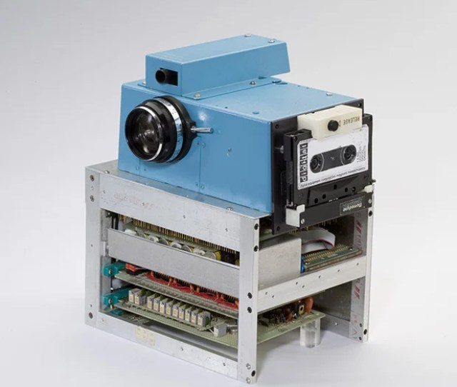 If Youre A Digital Photography Buff Heres Some Required Trivia Knowledge What You See Above Is A Photograph Of The First Digital Camera Ever Built