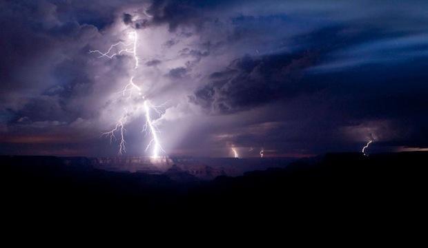 Awe Inspiring Photo of a Grand Canyon Lightning Strike grandcanyonlightning2