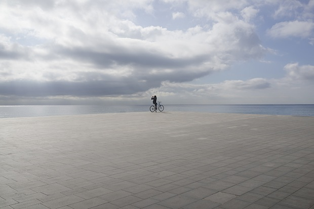 Minimalist Photos of Overcast Sunrises Over the Barcelona Sea grey5