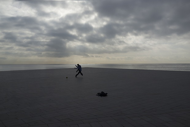 Minimalist Photos of Overcast Sunrises Over the Barcelona Sea grey9